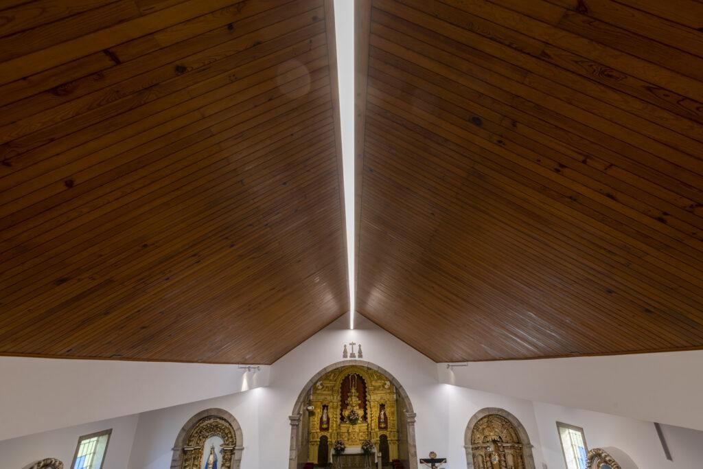 Iluminação de igreja de sobrado